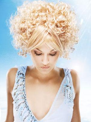 Завивка CHI IONIC Для тонких, окрашенных, осветвленных волос №1.  CHI IONIC ПЕРМАНЕНТНЫЕ БЕЗАММИАЧНЫЕ ЗАВИВКИ  Безаммиачная химическая завивка CHI это принципиально новый подход к перманентной завивке. Благодаря отсутствию аммиака и применению натурального шелка, завивки CHI открывают новые возможности перед мастерами и их клиентами.  Завивки CHI не только позволяют производить процедуры в комфортных условиях, без резких запахов и токсичных испарений, но и сохраняют здоровье волос, предотвращая травмирующее воздействие на них.
