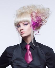 CHI Инфра осветляющая крем-краска | Самый сильный продукт в линейке CHI, и как и все препараты CHI, эта краска не содержит аммиак. CHI INFRA предназначена для мелирования и полного окрашивания волос. Краска обеспечивает осветление до 8 уровней и тонирован